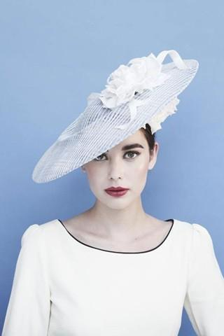 Gina-Foster-e-i-cappelli-di-Kate-e-Pippa-Middleton-2.jpg