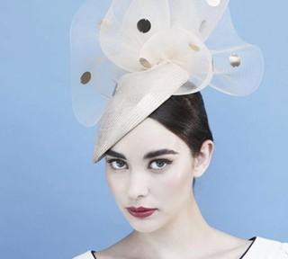 Gina-Foster-e-i-cappelli-di-Kate-e-Pippa-Middleton-3.jpg