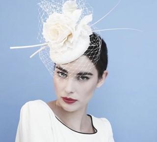 Gina-Foster-e-i-cappelli-di-Kate-e-Pippa-Middleton-4.jpg