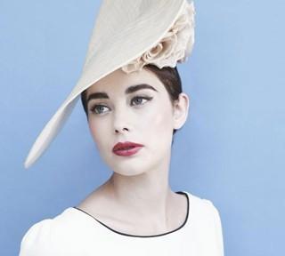 Gina-Foster-e-i-cappelli-di-Kate-e-Pippa-Middleton-1.jpg